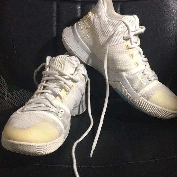 pretty nice 89453 d2692 Nike Kyrie 3 basketball shoe/white